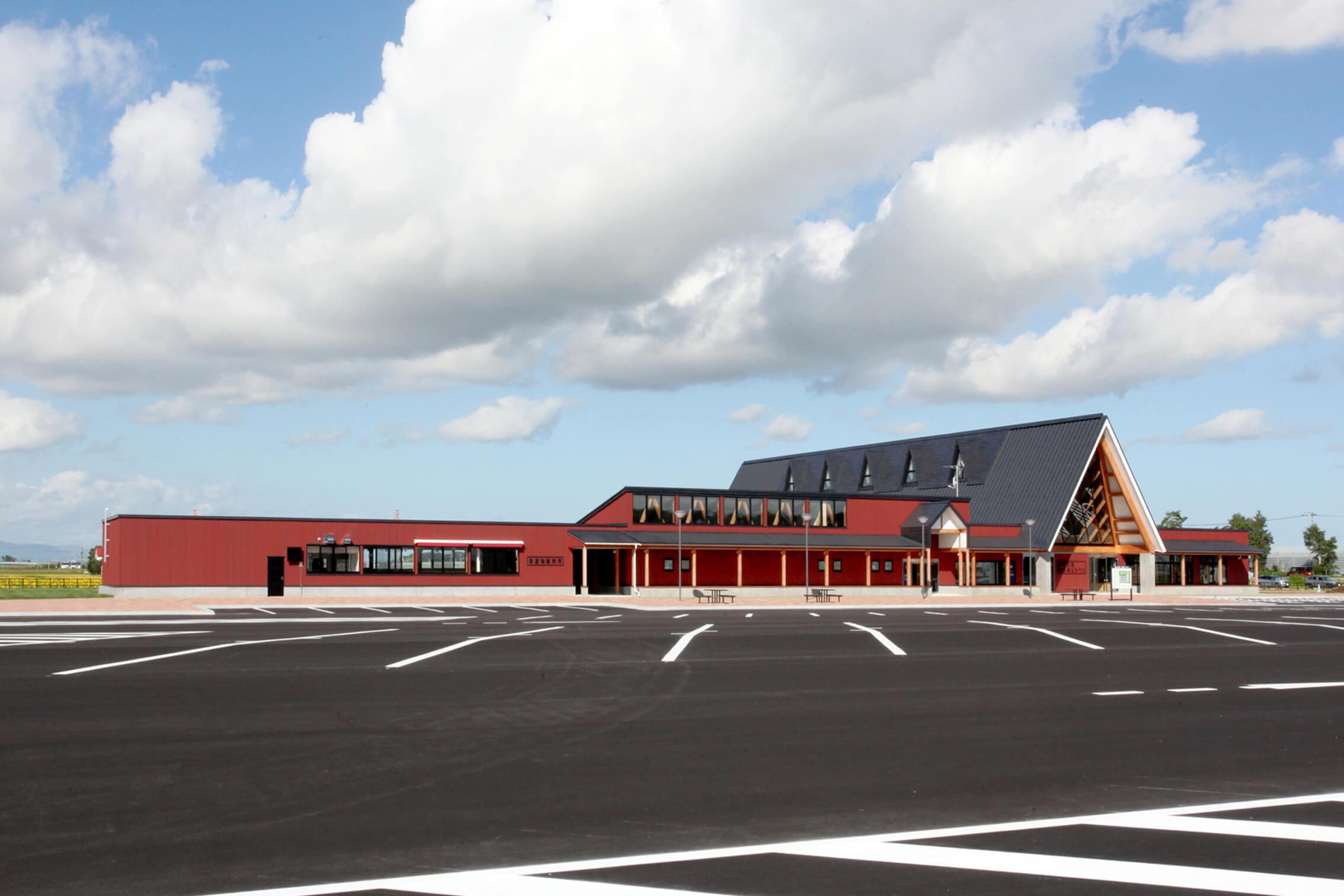 木造建築の施工事例:北欧の風 道の駅とうべつ 2枚目