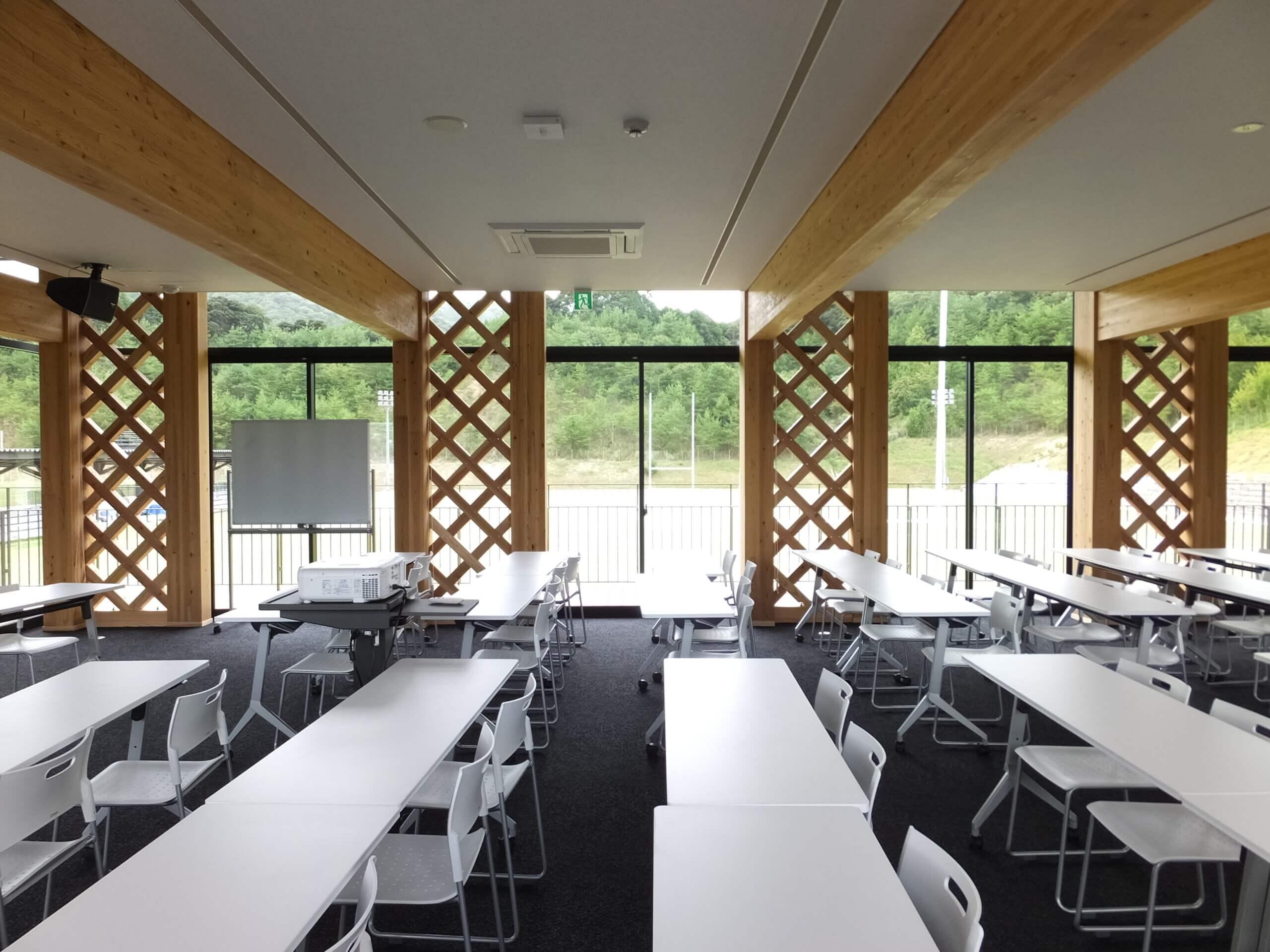 木造建築の施工事例:長門市俵山多目的交流広場 クラブハウス 8枚目