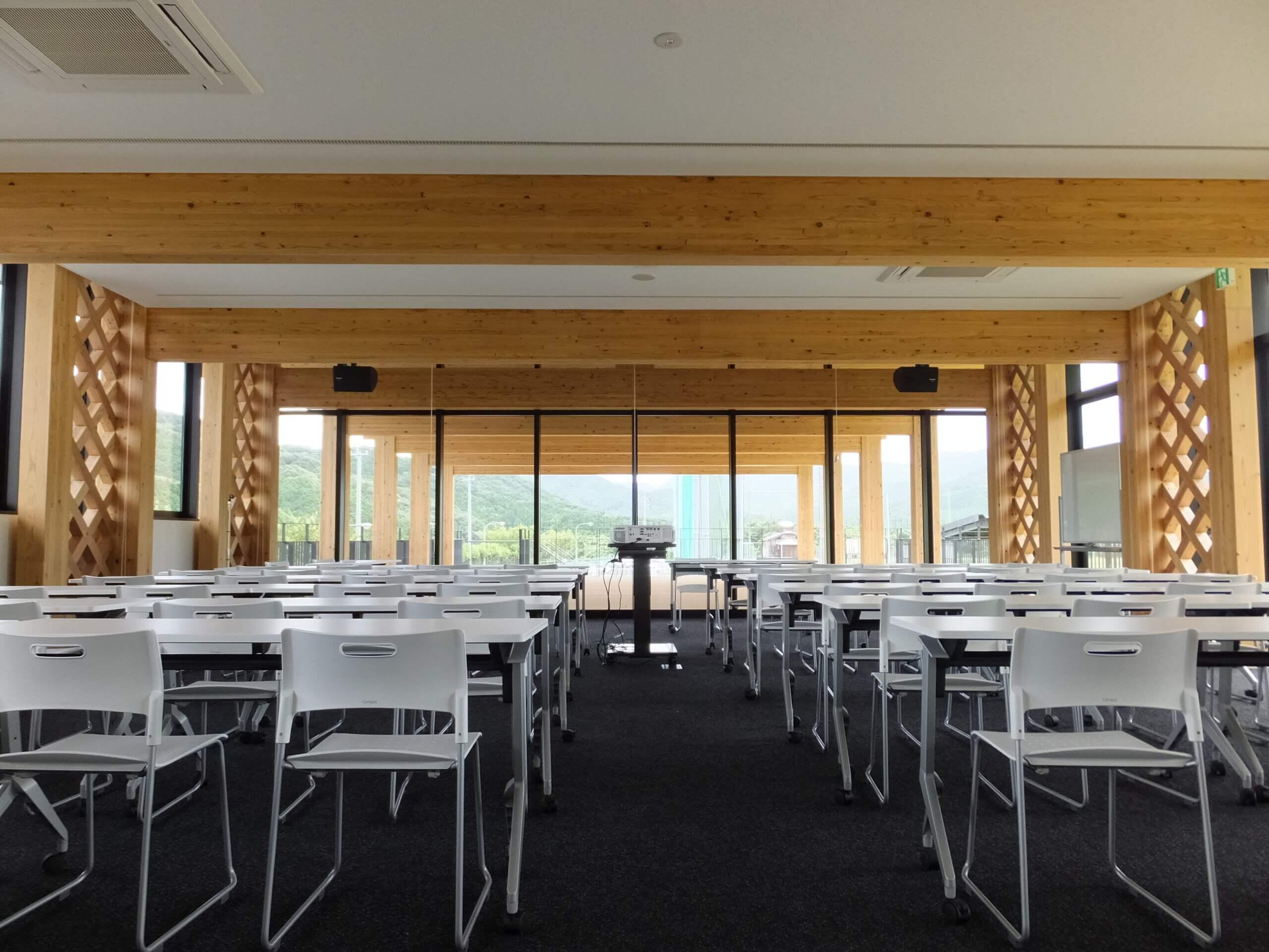木造建築の施工事例:長門市俵山多目的交流広場 クラブハウス 3枚目