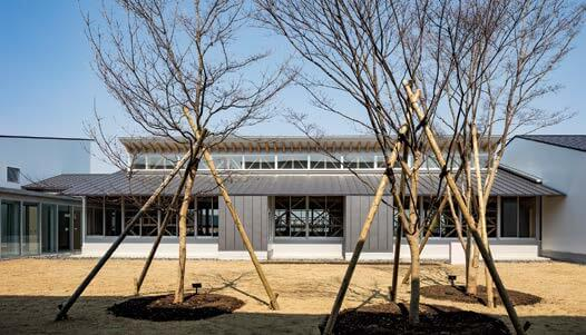 木造建築の施工事例:八戸市立 西白山台小学校 3枚目