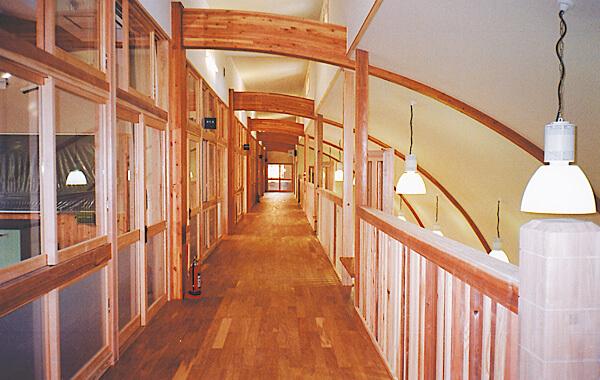 木造建築の施工事例:対馬市立大調小学校(校舎棟) 2枚目