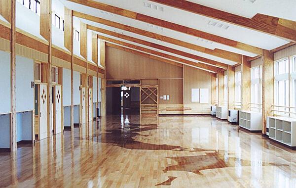 木造建築の施工事例:南部町立杉沢小学校 2枚目