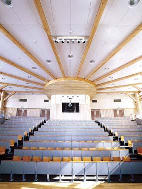 木造建築の施工事例:秋田県立大館国際情報学院 2枚目