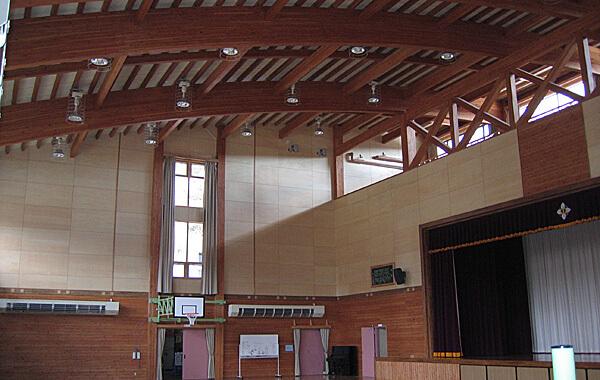 木造建築の施工事例:宮古市亀岳小学校 2枚目