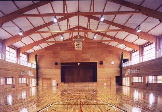 木造建築の施工事例:鶴岡市立湯野浜小学校(体育館) 2枚目