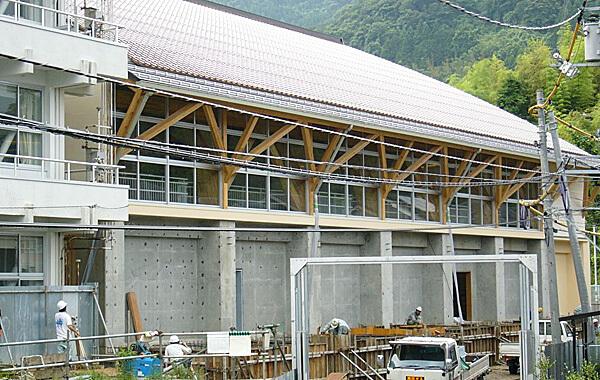 木造建築の施工事例:鳥取市立福部中学校 2枚目