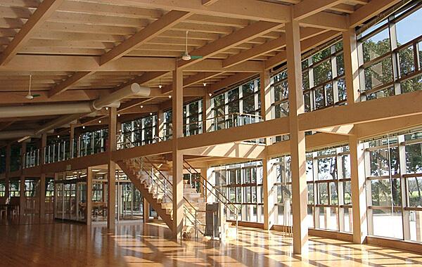木造建築の施工事例:西都原古墳ガイダンスセンター このはな館 2枚目