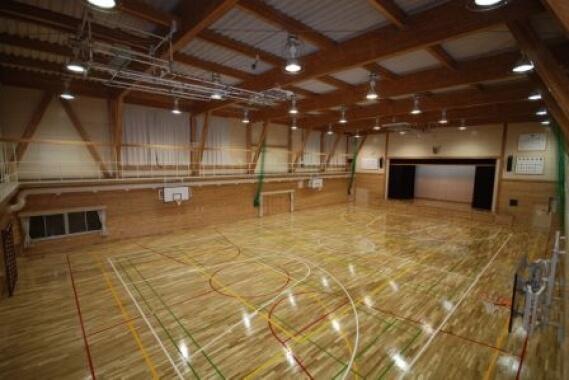 木造建築の施工事例:足寄町立足寄小学校 体育館 2枚目