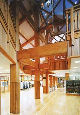 木造建築の施工事例:二戸市立仁左平小学校 2枚目