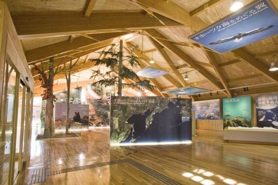 木造建築の施工事例:知床世界自然遺産センター 2枚目
