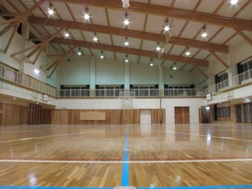 木造建築の施工事例:鶴岡市立鼠ヶ関小学校 校舎/屋内運動場 2枚目