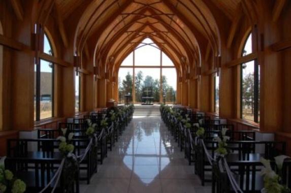 木造建築の施工事例:ラ・ラ・シャンスいわき サタムール教会 2枚目