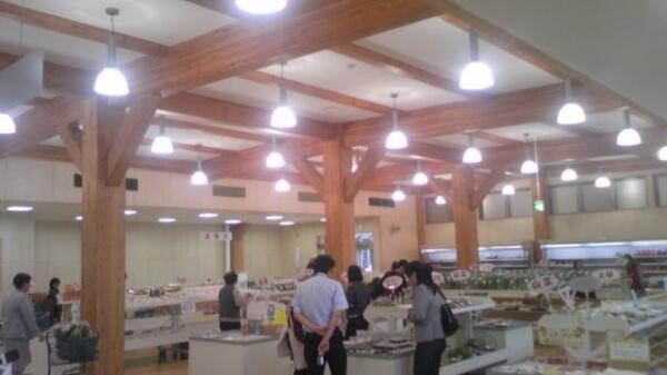 木造建築の施工事例:しちのへ産直七彩館 2枚目