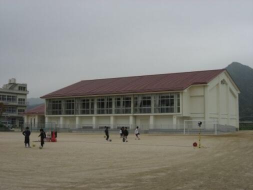 防府市立大道小学校 屋内運動場