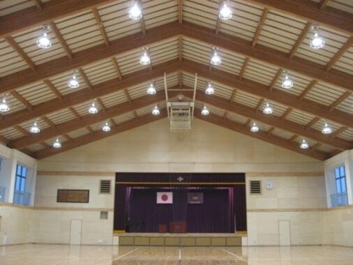 木造建築の施工事例:防府市立大道小学校 屋内運動場 2枚目