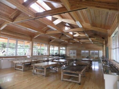 木造建築の施工事例:あさぎり町立上中学校 技術室棟 2枚目