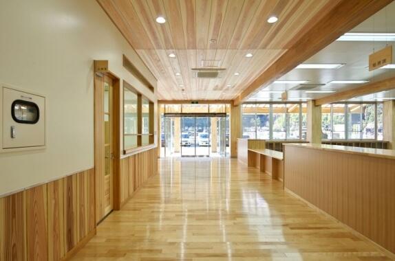 木造建築の施工事例:大川村役場庁舎 2枚目