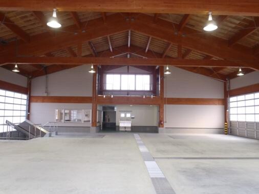 木造建築の施工事例:蟹田地区水産物荷捌き施設 2枚目