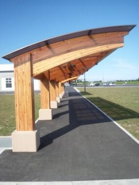 木造建築の施工事例:防災広場 歩廊 2枚目
