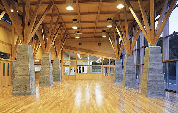 木造建築の施工事例:栗原市立瀬峰小学校 2枚目