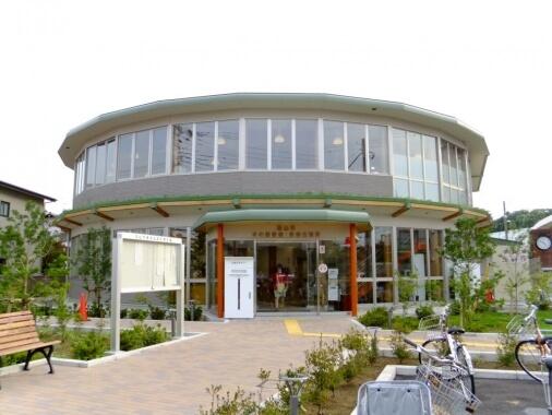 流山市立木の図書館