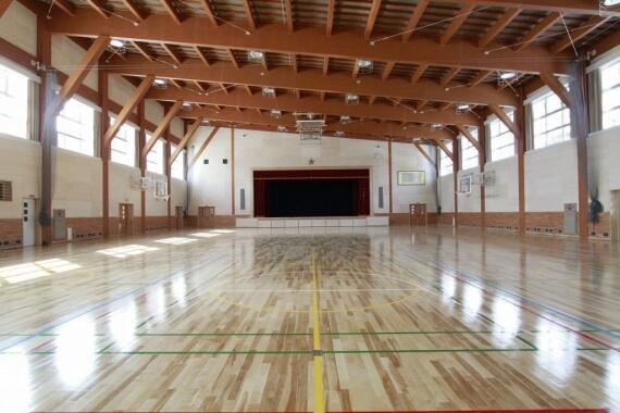 木造建築の施工事例:富良野市立富良野小学校 2枚目