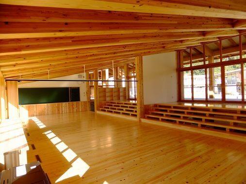 木造建築の施工事例:吉賀町立七日市小学校 2枚目