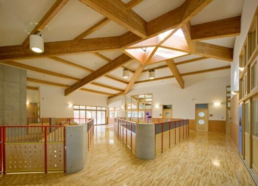 木造建築の施工事例:鳥羽小学校 管理特別教室棟 2枚目