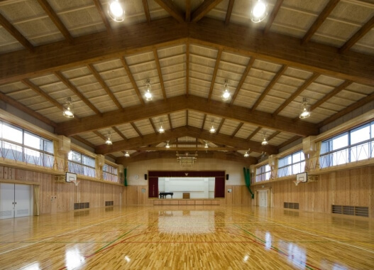 木造建築の施工事例:鳥羽小学校 体育館棟 2枚目