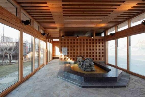 木造建築の施工事例:苫小牧信用金庫 まちなか交流館 2枚目