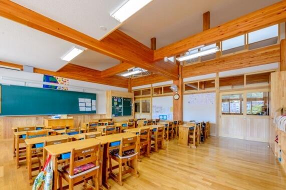 木造建築の施工事例:高山市立東小学校 2枚目