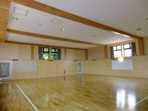木造建築の施工事例:札幌市立清田中学校 格技場 2枚目