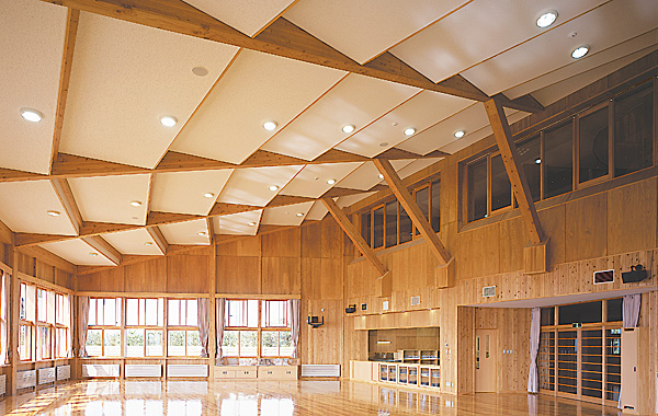 木造建築の施工事例:鶴岡市立湯野浜小学校(校舎棟) 2枚目