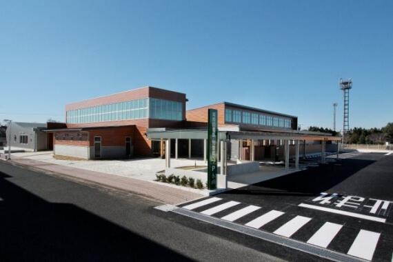 木造建築の施工事例:城南図書館・児童館(図書館棟) 1枚目