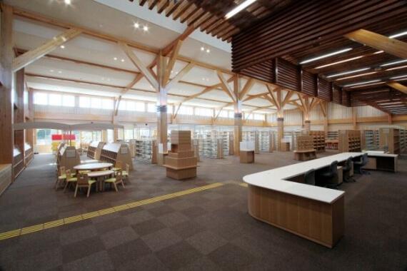 木造建築の施工事例:城南図書館・児童館(図書館棟) 2枚目