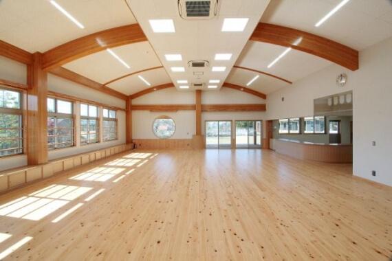 木造建築の施工事例:城南図書館・児童館(児童館棟) 2枚目
