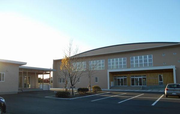木造建築の施工事例:五戸小学校体育館 1枚目