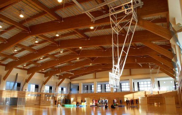 木造建築の施工事例:五戸小学校体育館 2枚目