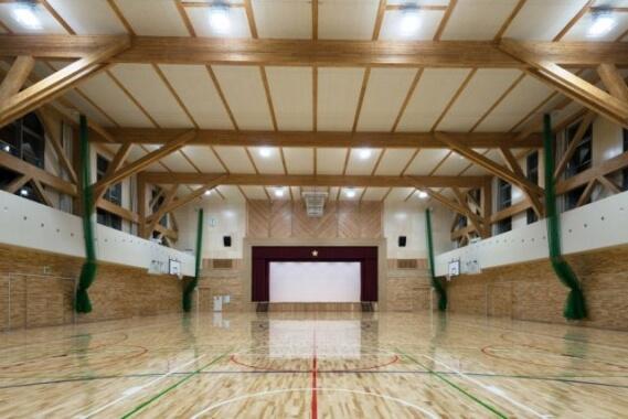 木造建築の施工事例:七飯町立大中山小学校 屋内体育館棟 2枚目