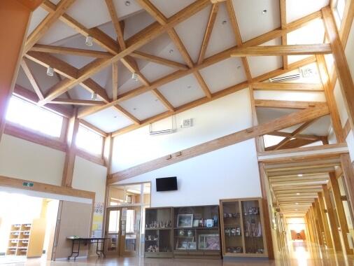 木造建築の施工事例:加西市立西在田小学校 2枚目
