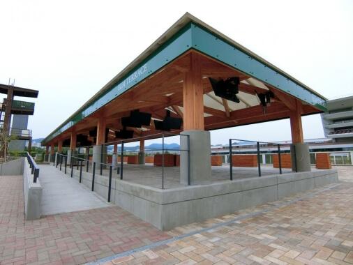 木造建築の施工事例:JRA札幌競馬場 附属施設 2枚目