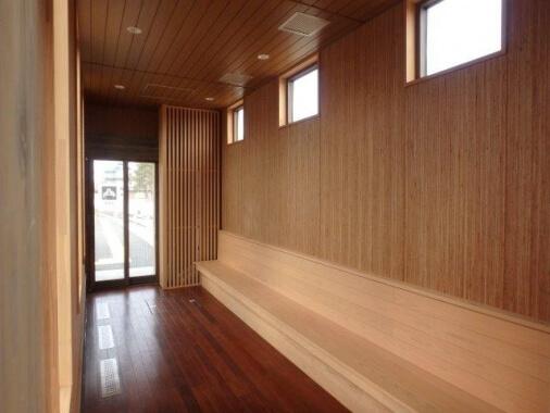 木造建築の施工事例:野辺山駅 ホーム待合室 2枚目
