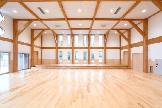 木造建築の施工事例:坂井市立雄島こども園 遊戯室棟 2枚目