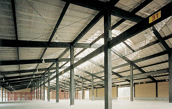 木造建築の施工事例:千葉県木材市場協同組合 木材市売倉庫 2枚目