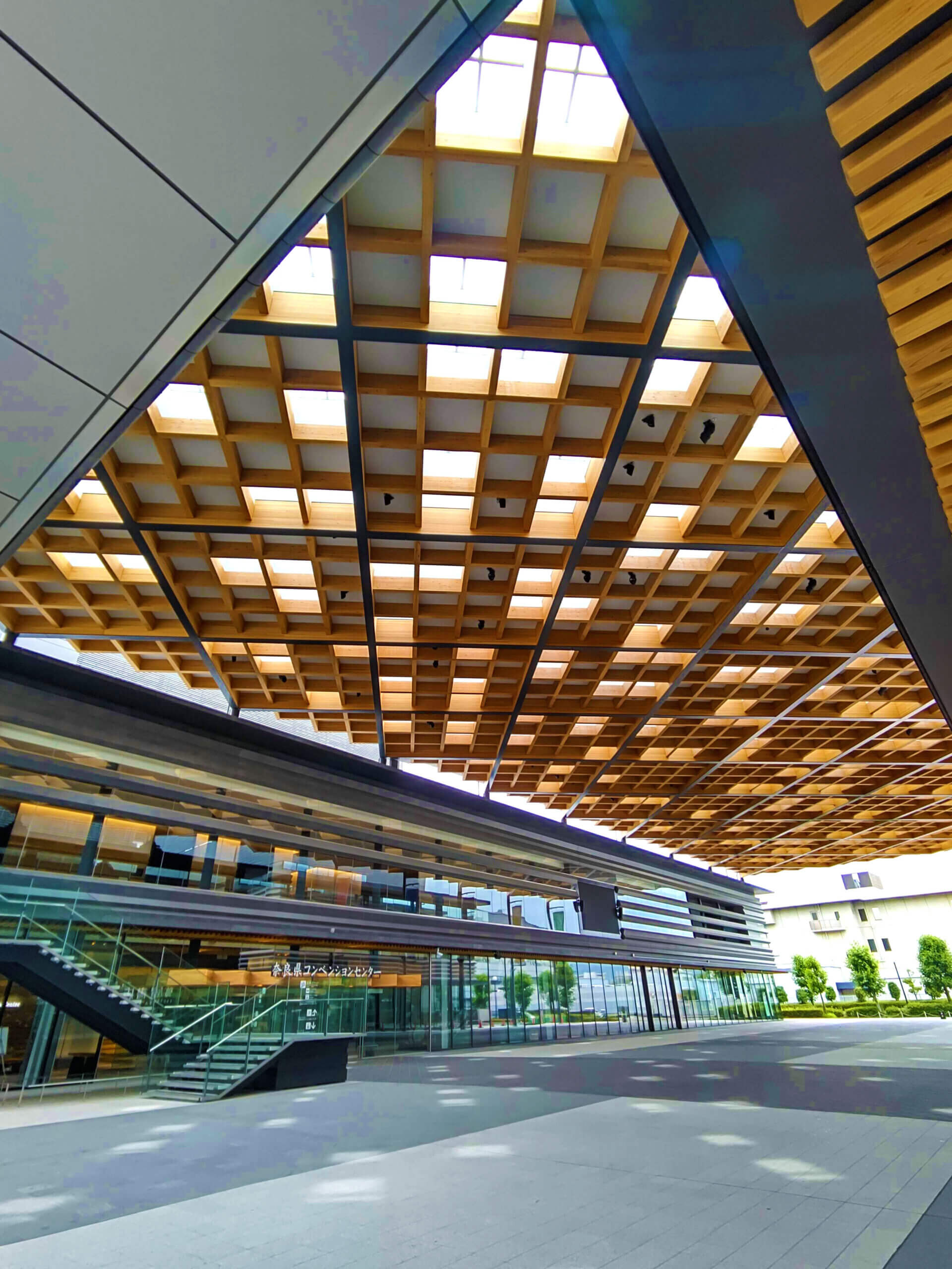 木造建築の施工事例:奈良県コンベンションセンター 1枚目