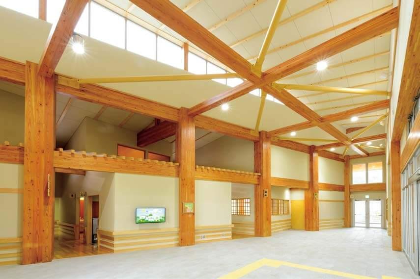 木造建築の施工事例:久々野支所 久々野多目的センター 虹流館くぐの 2枚目